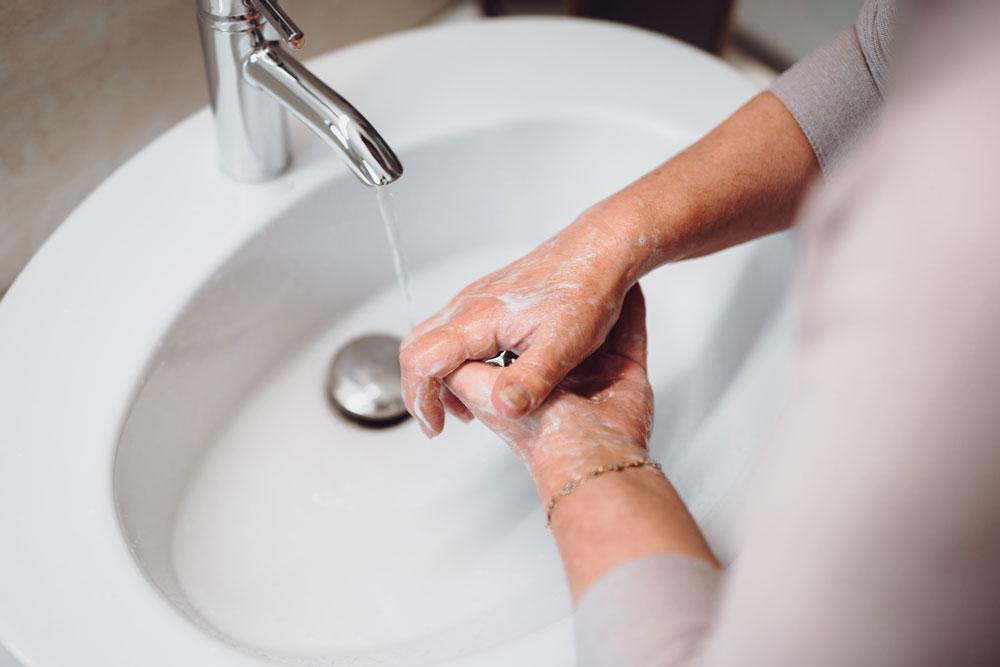 Händewaschen im Alter
